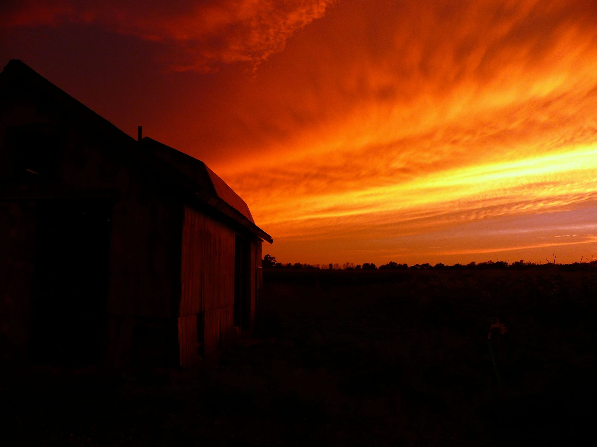 Out back on the farm...I never knew the sky could be so amazing..#michigan #farm #sunset #gorgeous #serenity