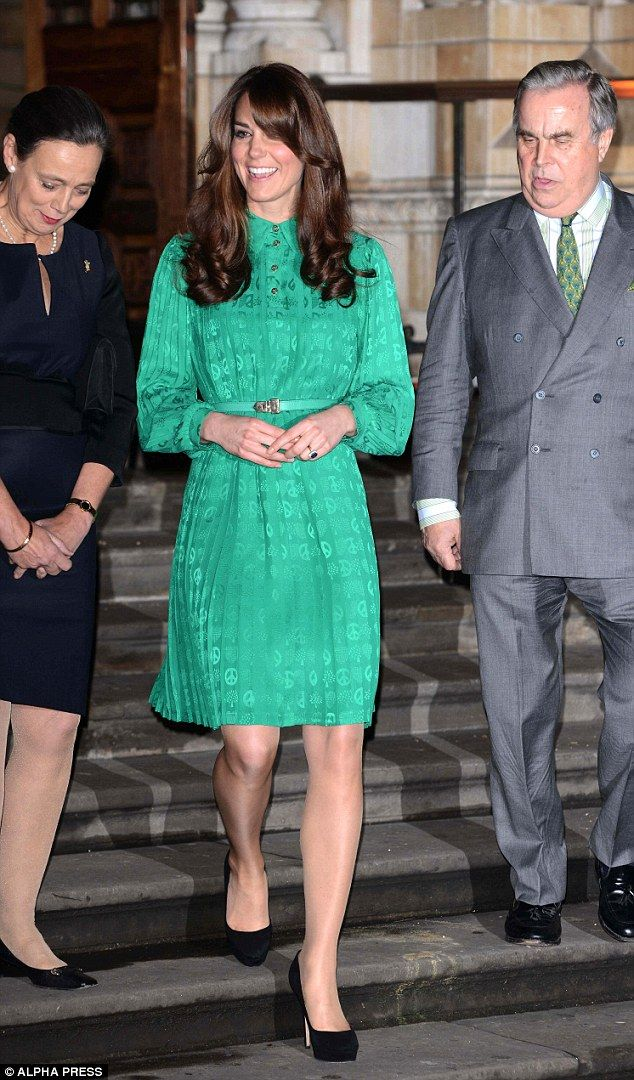 Back To The Eighties Kate References Diana With New Fringe And Retro Green Dress Kate Middleton Green Dress Kate Middleton Style