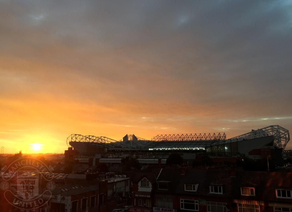 It's a beautiful evening in Manchester - this was the scene at Old Trafford earlier tonight... #mufc