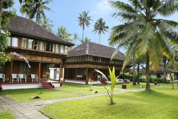 Coconut Lagoon in Kumarakom, celebrates the simple joys of life. Here, in the midst of the backwaters and the never-ending lake, stands a tile­and-timber mansion, a typical traditional Kerala tharavad, painstakingly transplanted and restored.