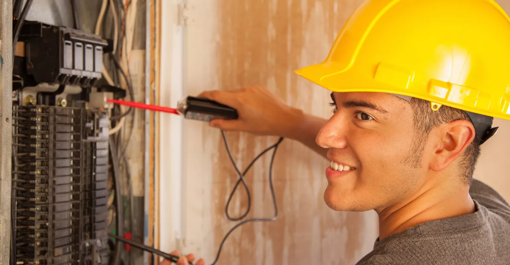 The 10 Best Electricians Near Me With Free Estimates Emergency Electrician Electrician Electrician Work