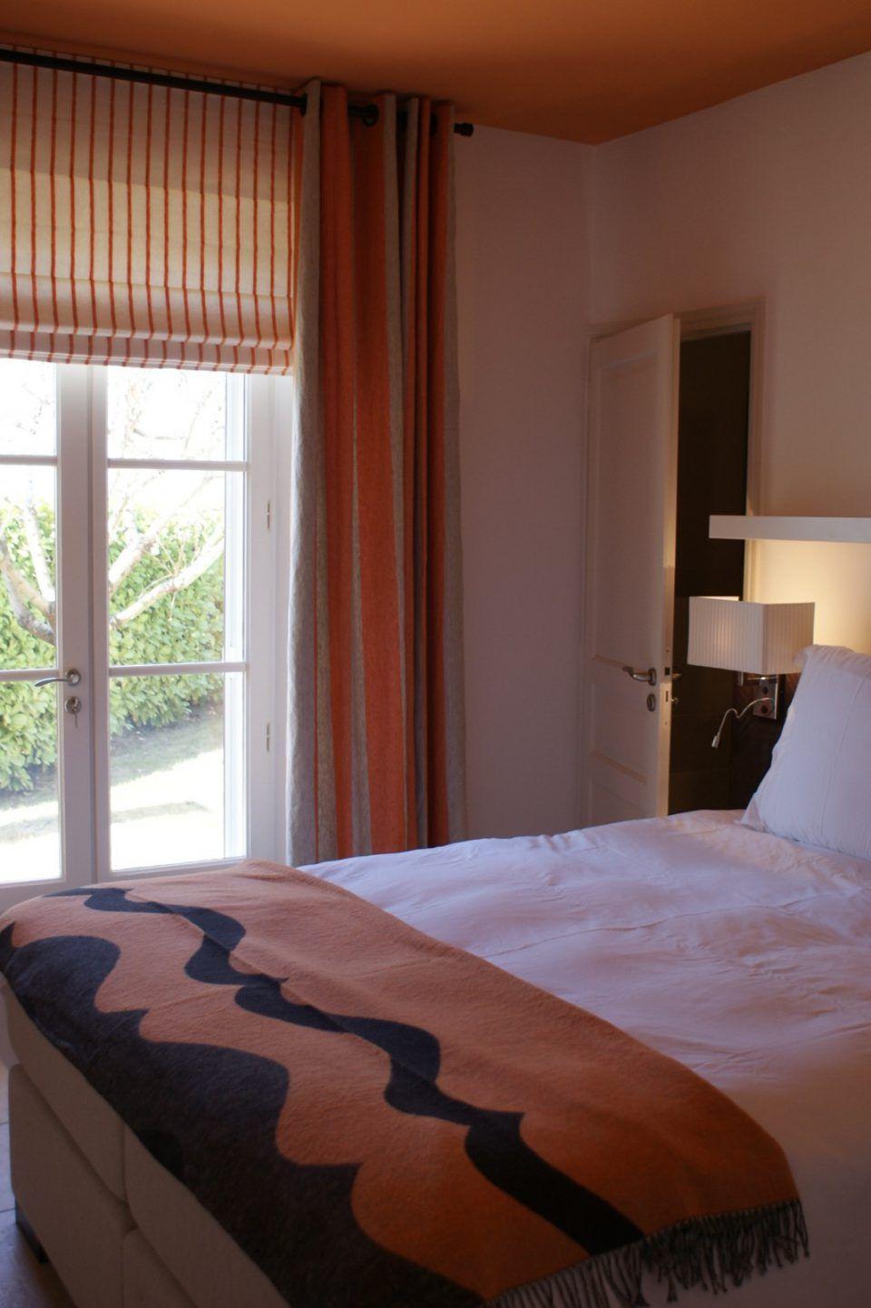 Slaapkamer inrichting met luxe bed | slaapkamer inspiratie | bedroom ...