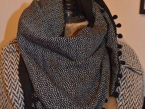 Un foulard en triangle   Couture   foulard Snood bonnets   Quilts ... b6bbd91a062