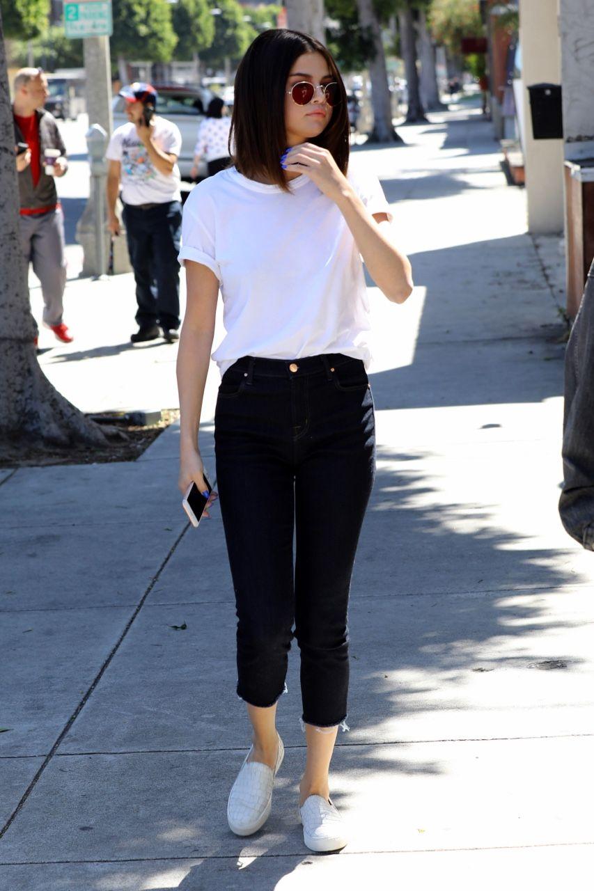 Selena Gomez News Fashion In 2019 Selena Gomez Outfits Selena
