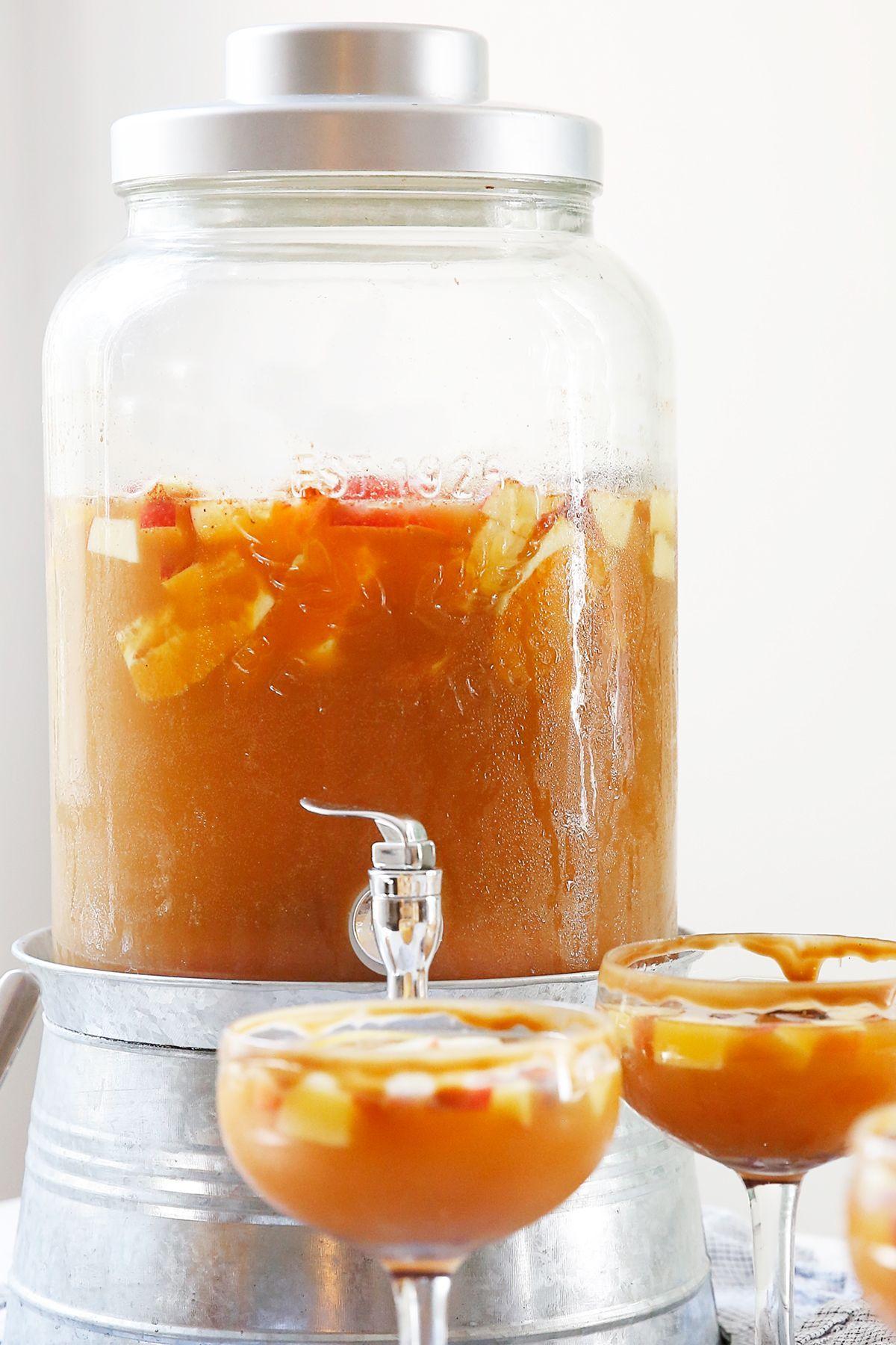 Apple Cider Sangria Recipe - Lexi's Clean Kitchen #applecidersangriarecipe Apple Cider Sangria Recipe - Lexi's Clean Kitchen #applecidersangriarecipe