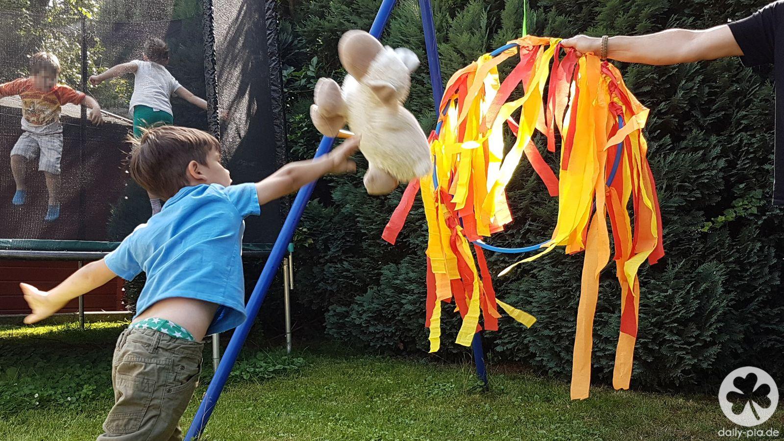 Bis Einer Heult 9 Kleine Drachenreiter In Unserem Garten Kindergeburtstag Ritter Kinder Geburtstag Ideen Kinder Geburtstag
