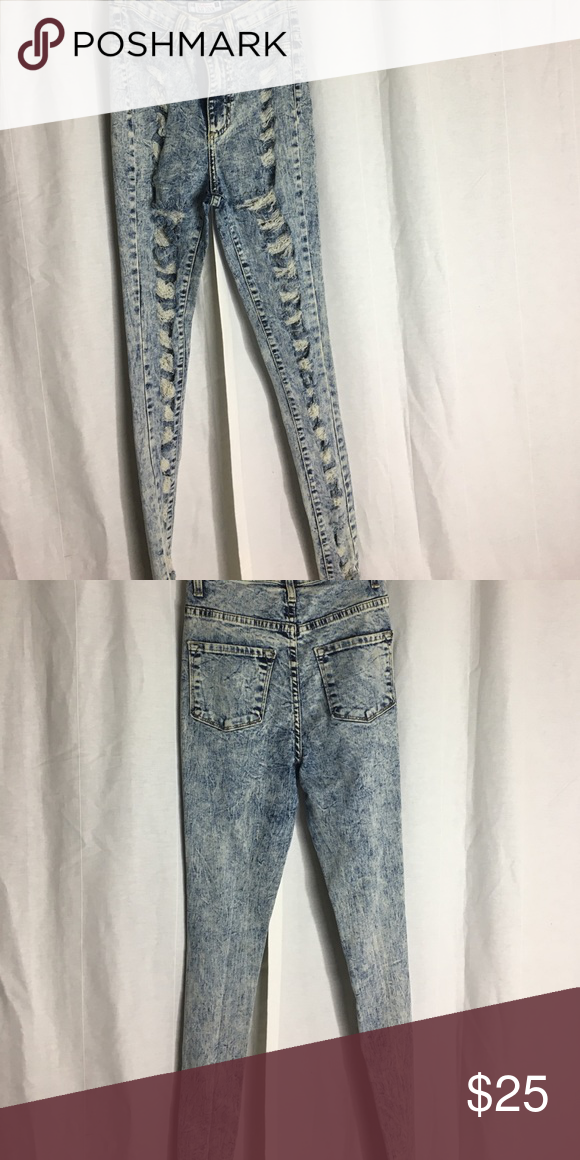 High Waisted Acid Washed Jeans 💎💡 Super cute high waisted acid washed jeans. Has rips from waist to ankle. Can be dressed up or down. Super trendy and cute! Must have💅🏽 GJG Denim U.S.A  Jeans Skinny