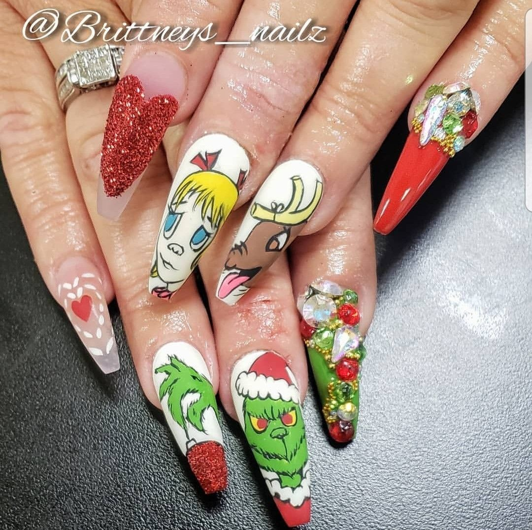 the grinch in 2020 christmas nails christmas nail art nails pinterest