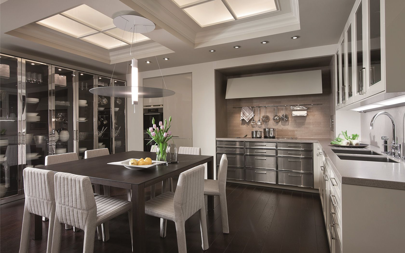 Glass And Metal Cabinets | Classic Kitchen With Handles: BeauxArts.02 |  Siematic.
