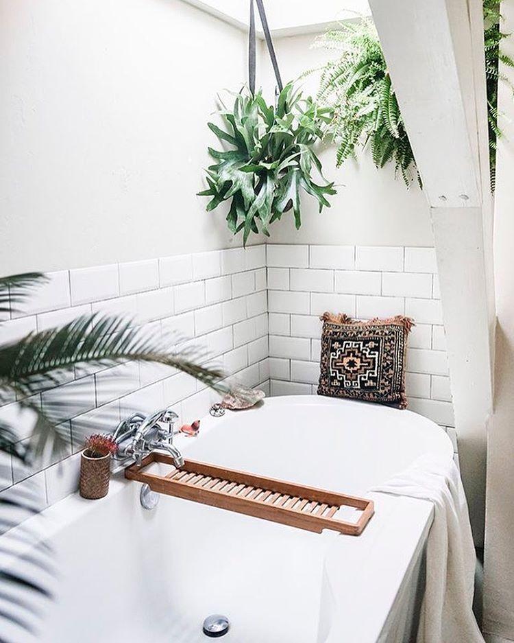 26 Interesting Living Room Décor Ideas Definitive Guide: Boho Bath With Shower Plants.