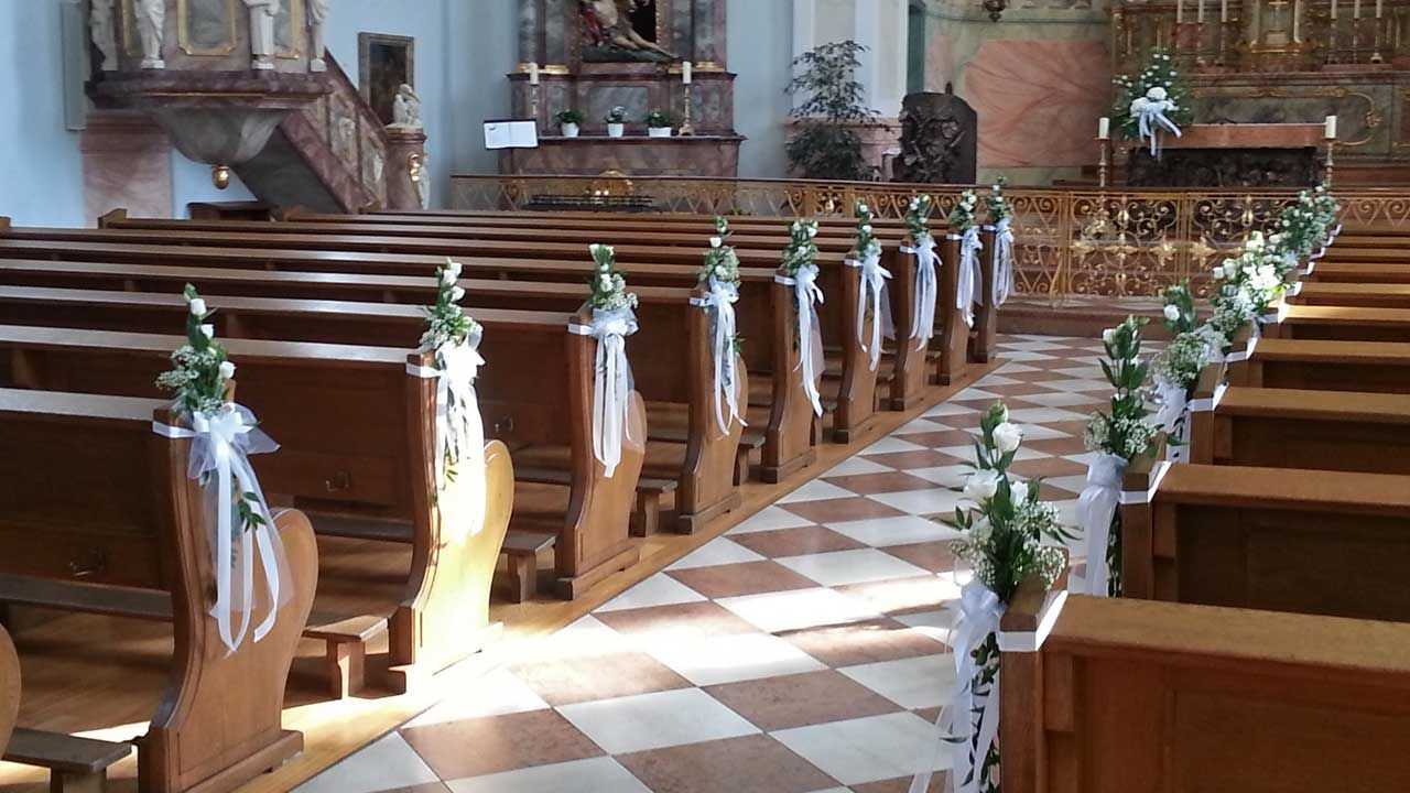 Blumenschmuck Kirche Hochzeit  KirchenDekoration