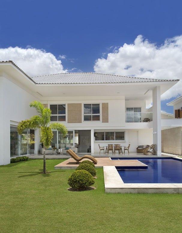 Casa tem decoração marcada por cores claras #casa