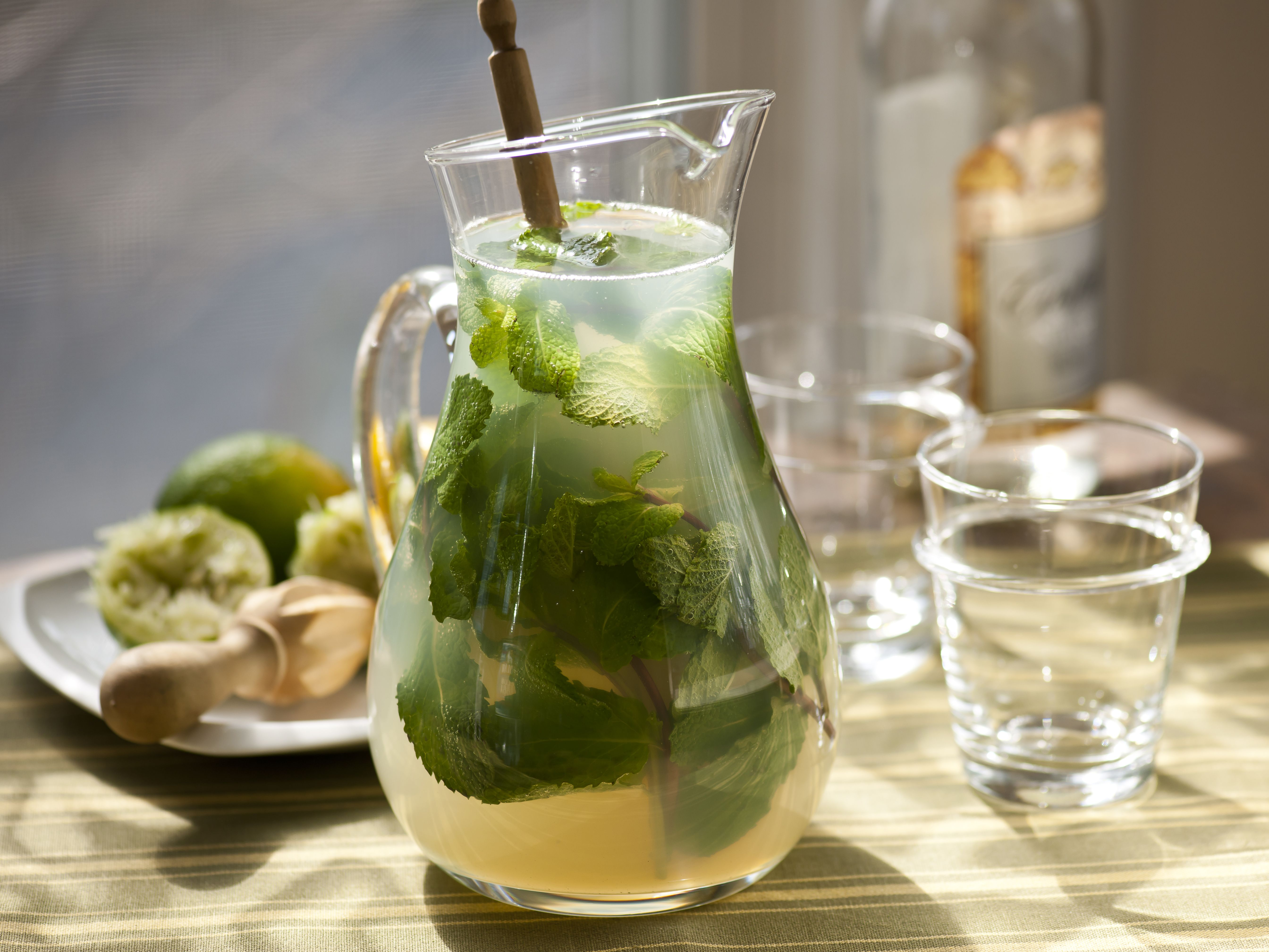 Mojitos recipe labour lemon and beverage for Pitcher drink recipes for parties