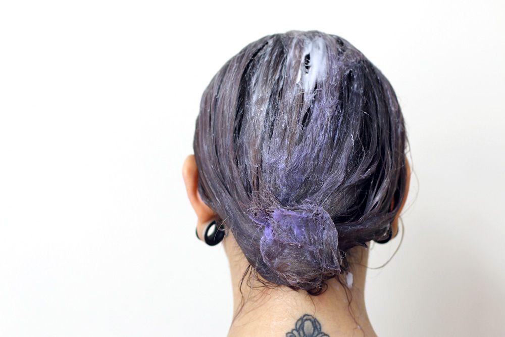 Wie färbe ich mir die Haare weiss / grau / silber