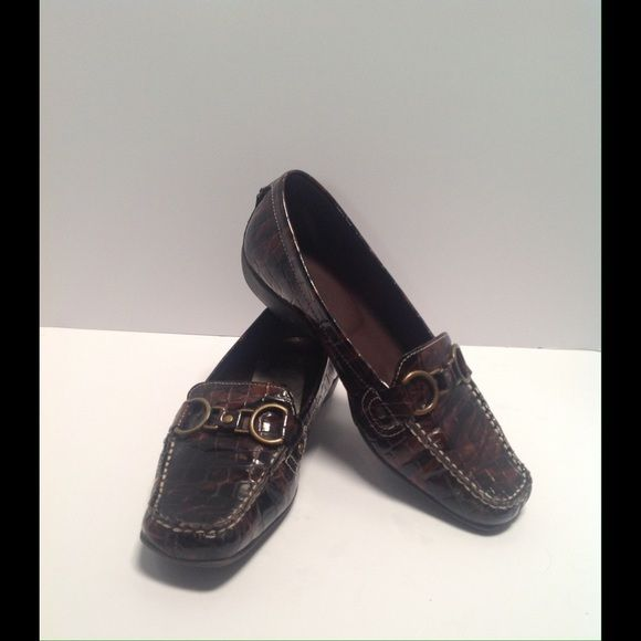"""Brown Alligator Design Loafers 8M (Bundle & Save) Beautiful alligator design Hannah loafers with 1"""" heel. Coordinating buckle on back of each shoe to match top buckle. Like new condition.  Shop my closet to bundle to take advantage of discount and one shipping fee. Hannah Shoes Flats & Loafers"""
