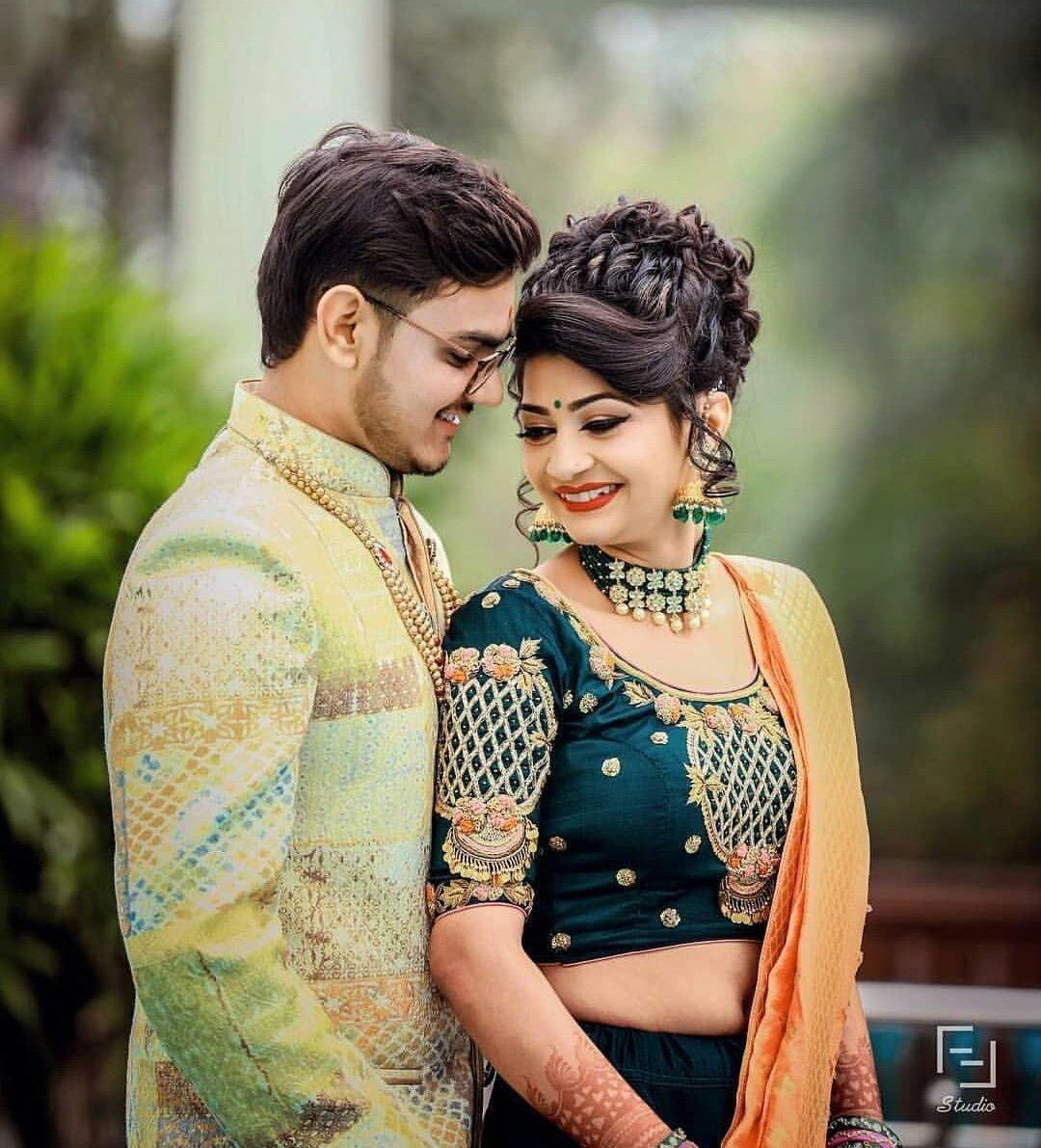 Outdoor Garden Wedding Photography Gardenweddingphotograph Indian Wedding Couple Photography Wedding Couple Poses Photography Indian Wedding Photography Poses