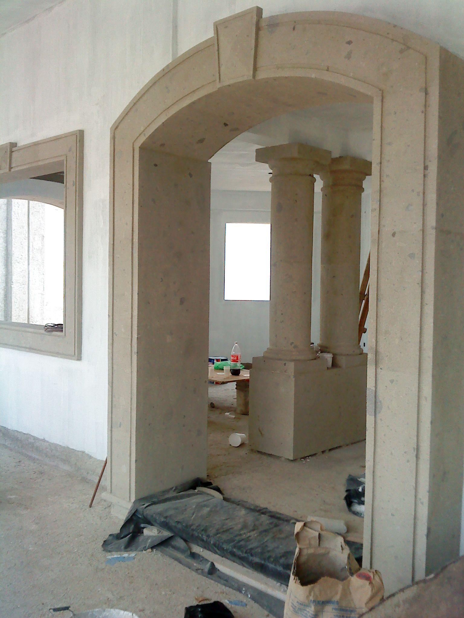 Peque a vivienda estilo tradicional exteriores r sticos e for Decoracion de la puerta de entrada