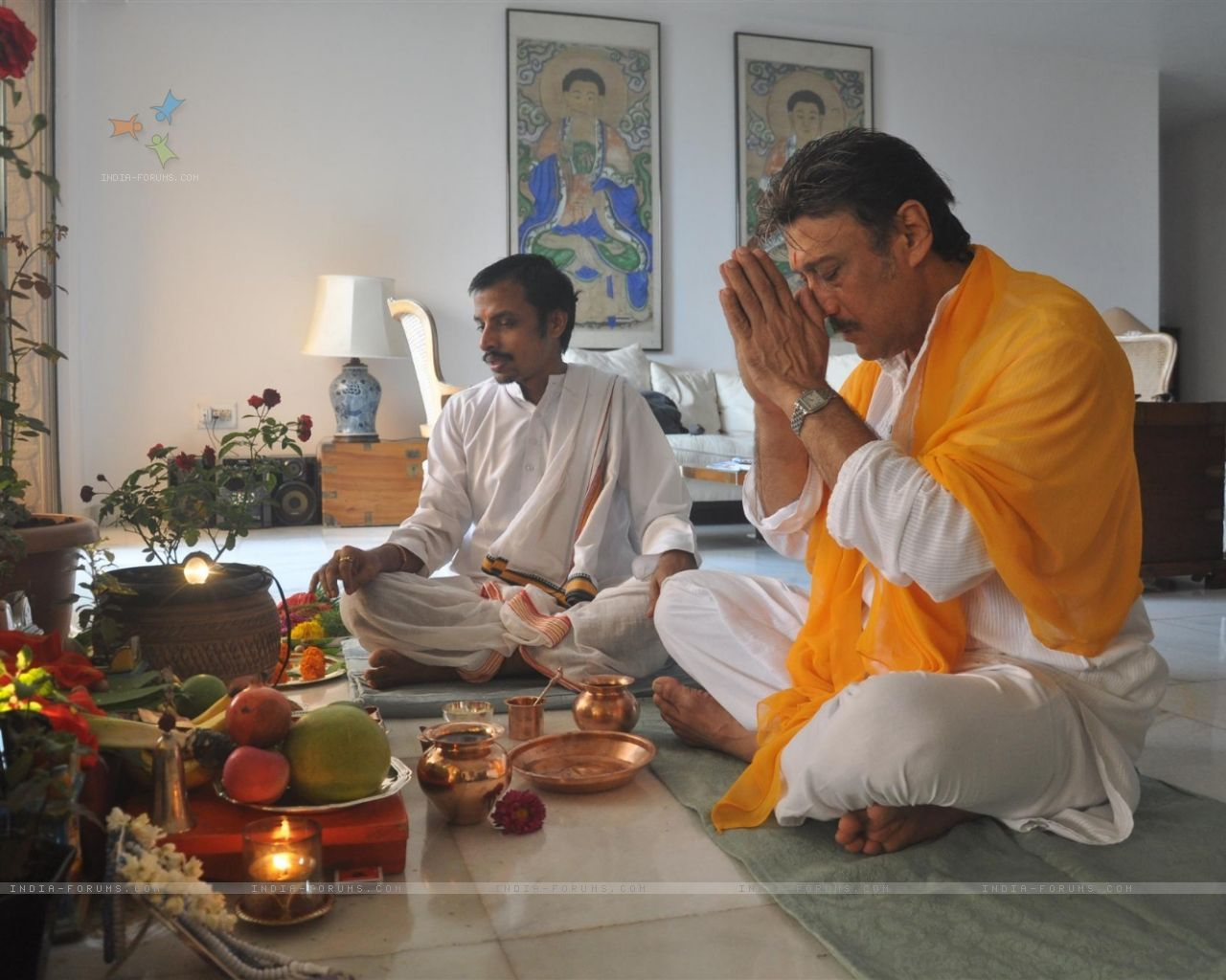 a hindu has the freedomt to offers prayers at home may or