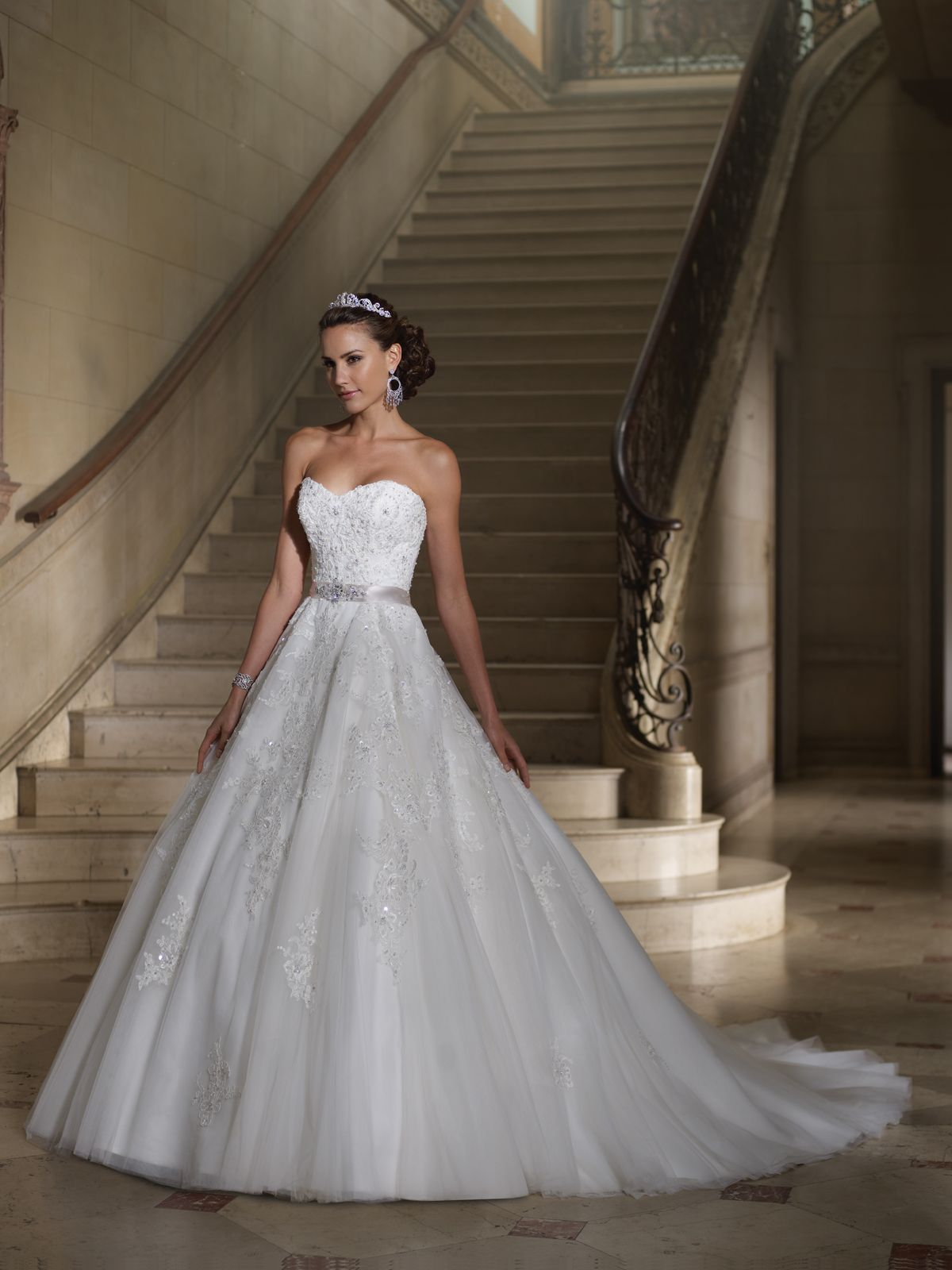 Strapless tulle, organza and lace appliqué wedding dress ball gown ...