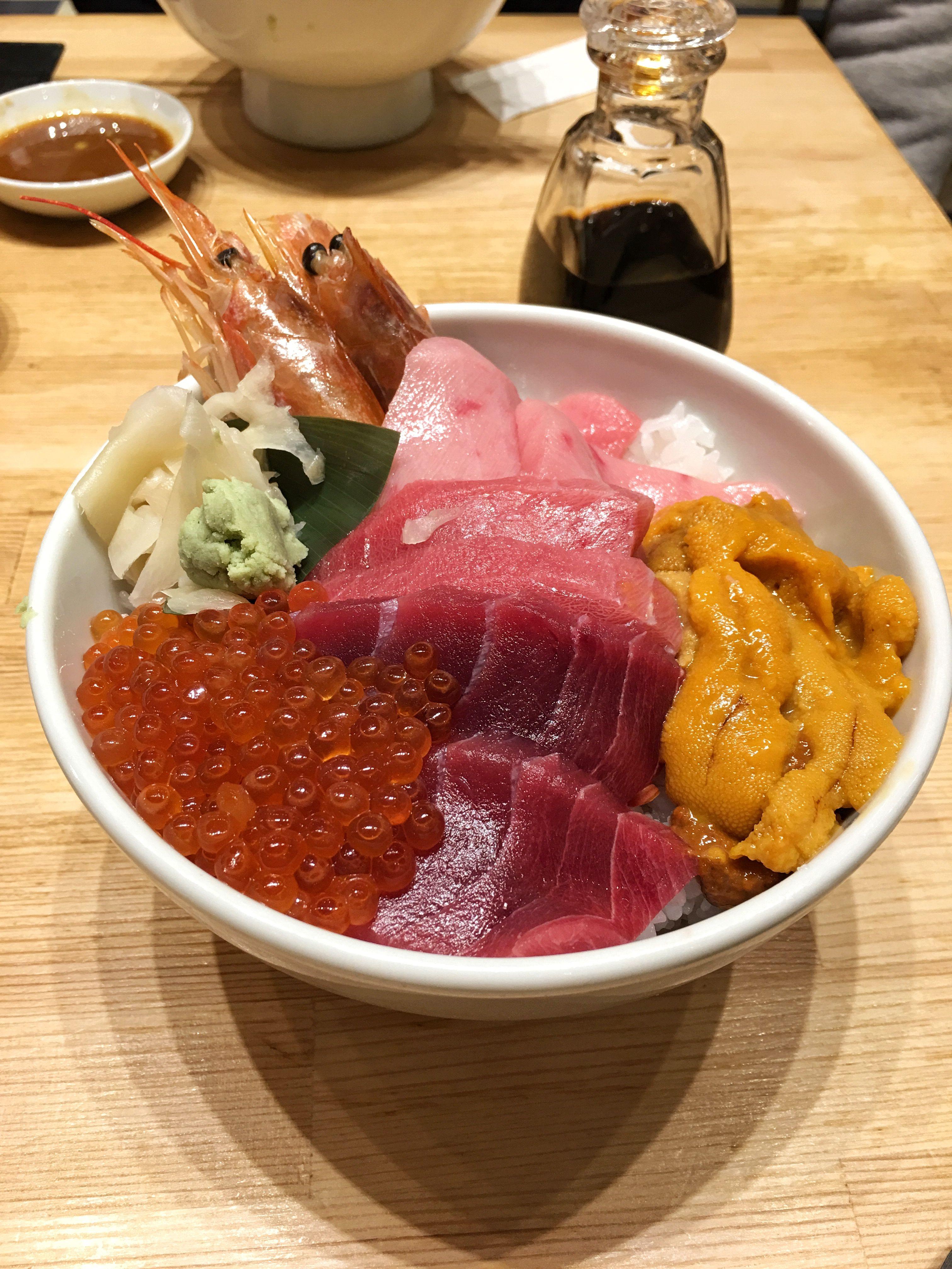 First time exploring Tsukiji fish market - best Chirashi I have ever had (Japanese Sashimi bowl)