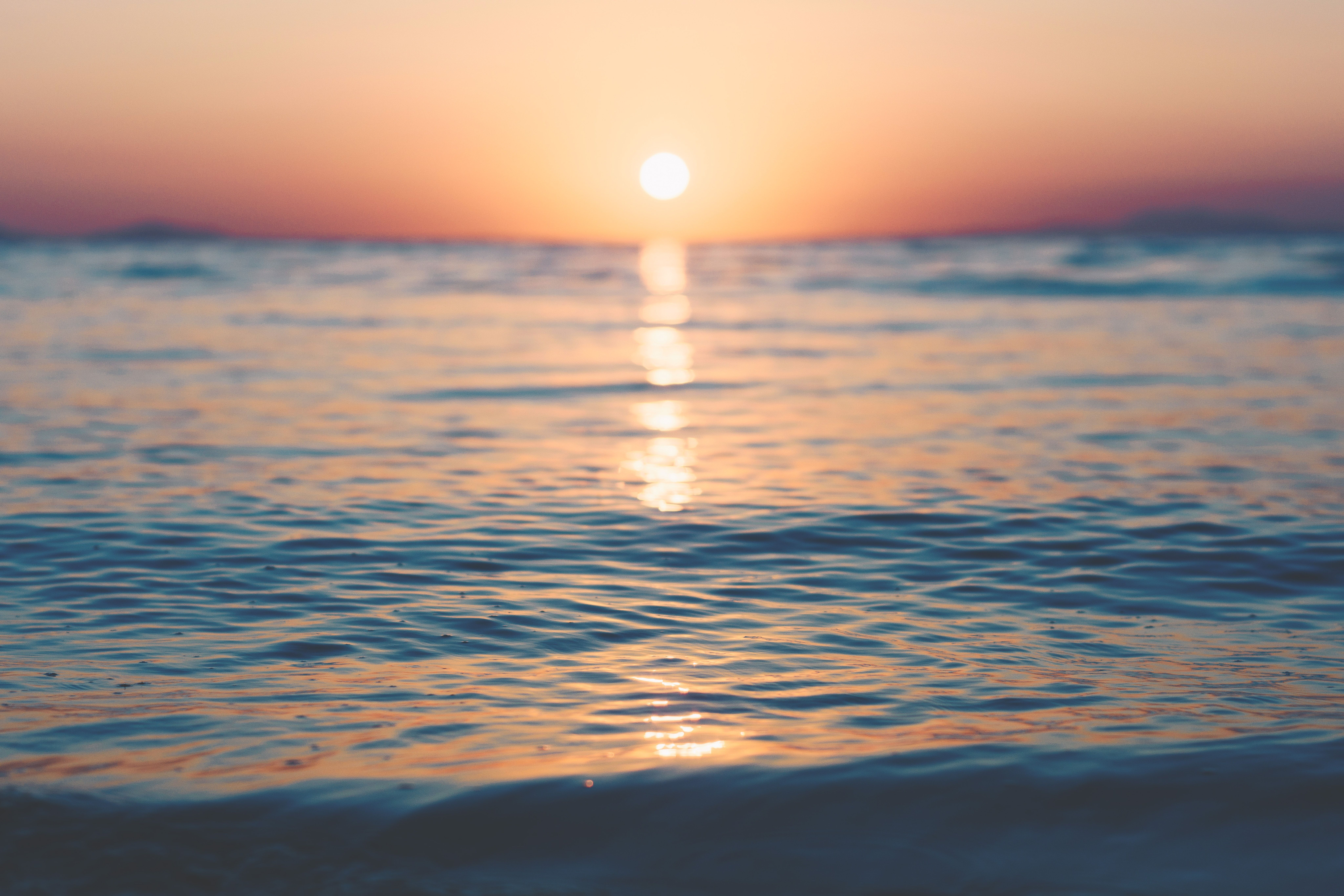 Gentle Ocean Waves Calmly Hit The Sands Of Roitika Beach Reflecting The Colors Of The Sunset Beach Sunset Wallpaper Beach Images Sunset Wallpaper