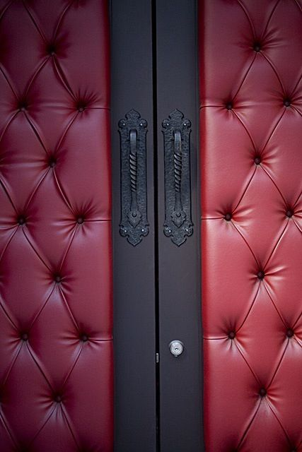 Charmant Leather Padded Door Diy   Google Search Basement Movie Room, Movie Theater  Rooms, Theatre