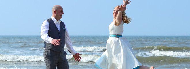 Hochzeitskleid 50er mit farbigem Petticoat (www.noni-mode.de)