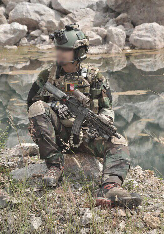 pingl par lisa sur soldiers special forces pinterest militaire quipement tactique et. Black Bedroom Furniture Sets. Home Design Ideas