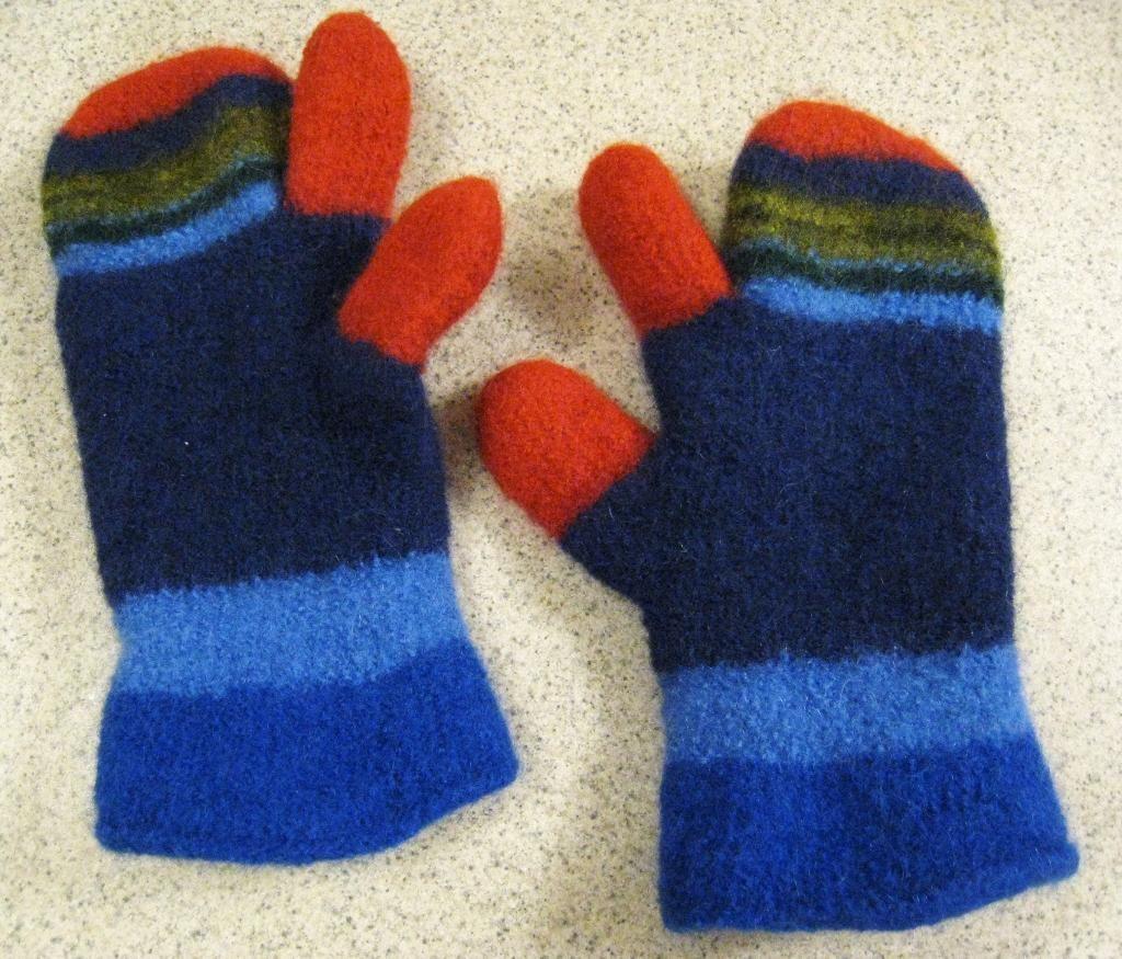 One Fingered Felted Mittens Knitting Pinterest Mittens Finger