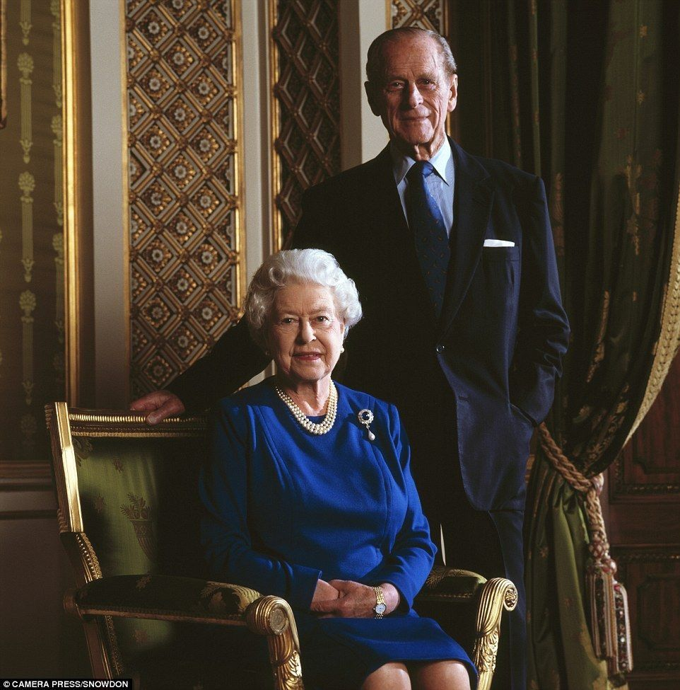2007 The Queen Elizabeth Ii And The Duke Of Edinburgh Photographed At Buckingham Palace By Lord Snowdon As They Queen Elizabeth Elizabeth Ii Queen Of England