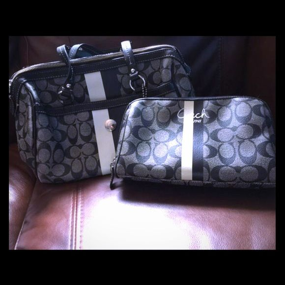 Coach AUTHENTIC bag & cosmetic bag❤️ Used normal wear Coach Bags Shoulder Bags
