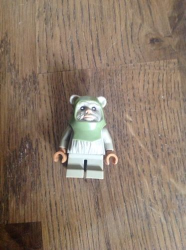 Lego star wars mini figure ewok #olive from 2015 #advent #calendar, View more on the LINK: http://www.zeppy.io/product/gb/2/162130204914/