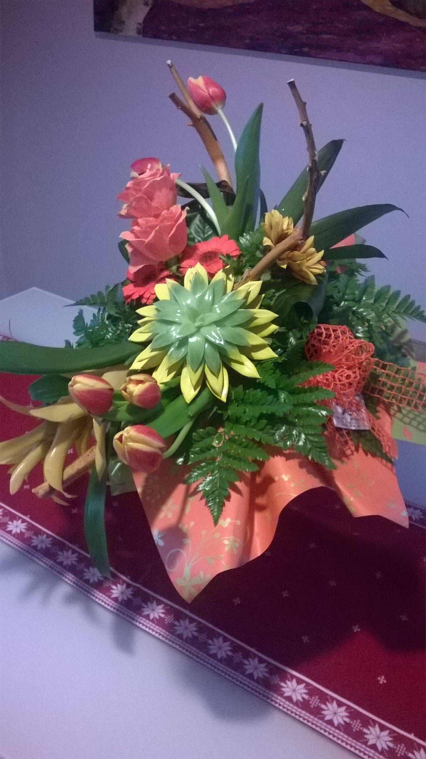 Mazzo Di Fiori Regalatomi Per Mio Compleanno Realizzato Da Il Carro Fiorito Di Rivoli Rose Tulipani Girasoli Piante G Mazzo Di Fiori Fiori Arte Floreale