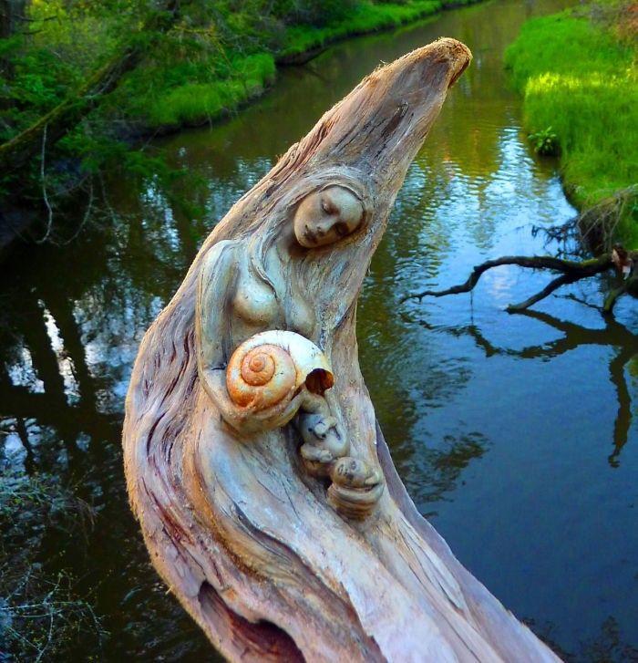 Debra Bernier es un artista extraordinaria de Victoria, Canadá. Ella utiliza materiales naturales, tales como trozos de madera, arcilla y conchas para crear esculturas fascinantes...