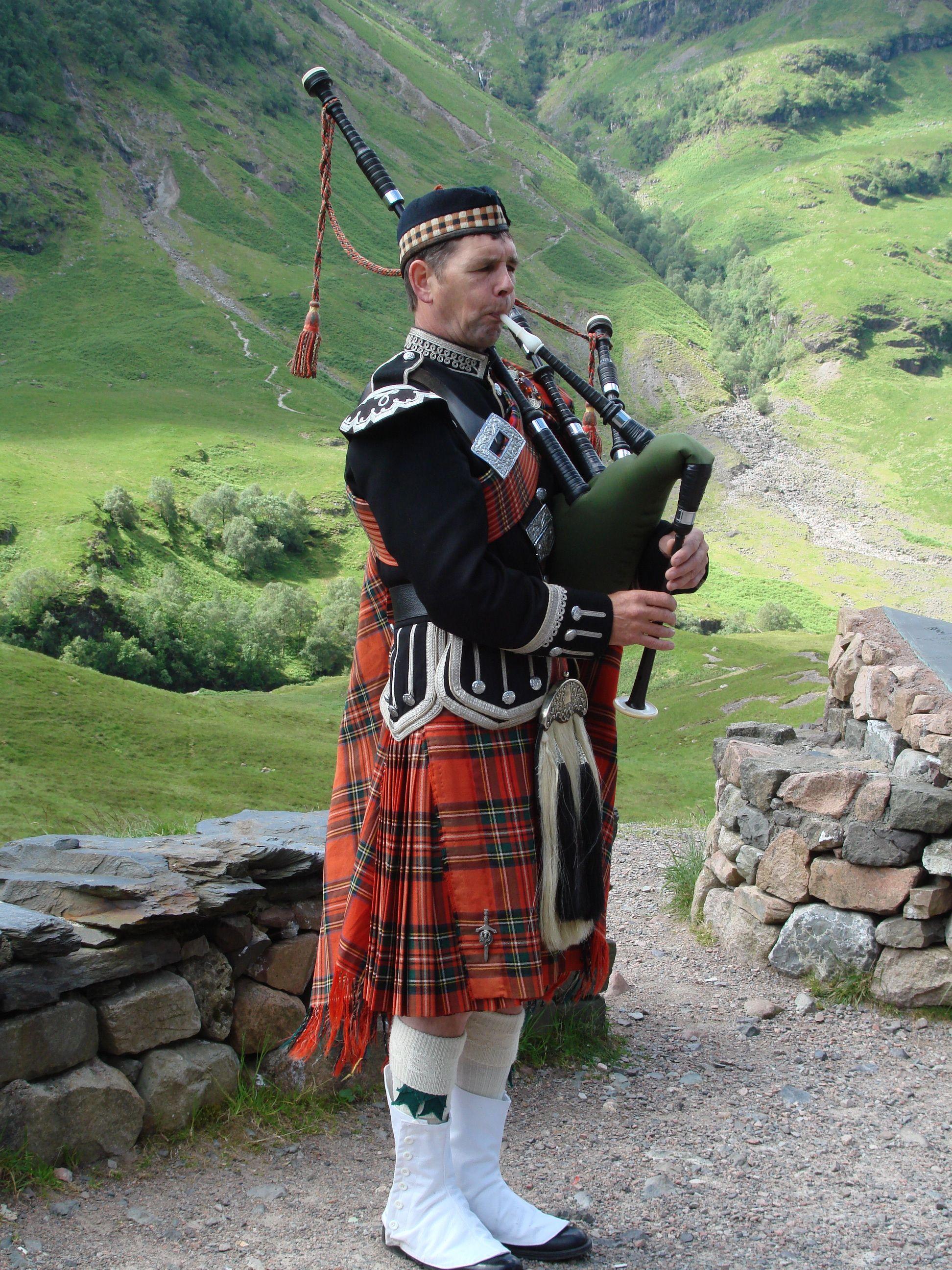 Highland Scottish Men Kilt European Traditional Dress Skirt Kilts Gordon