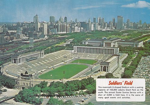 Soldiers' Field as it once was.  Note that the Prudential Building, built in the late 50s to early 60s, is Chicago's tallest building in this pic.  Try and find it in a current skyline shot.....