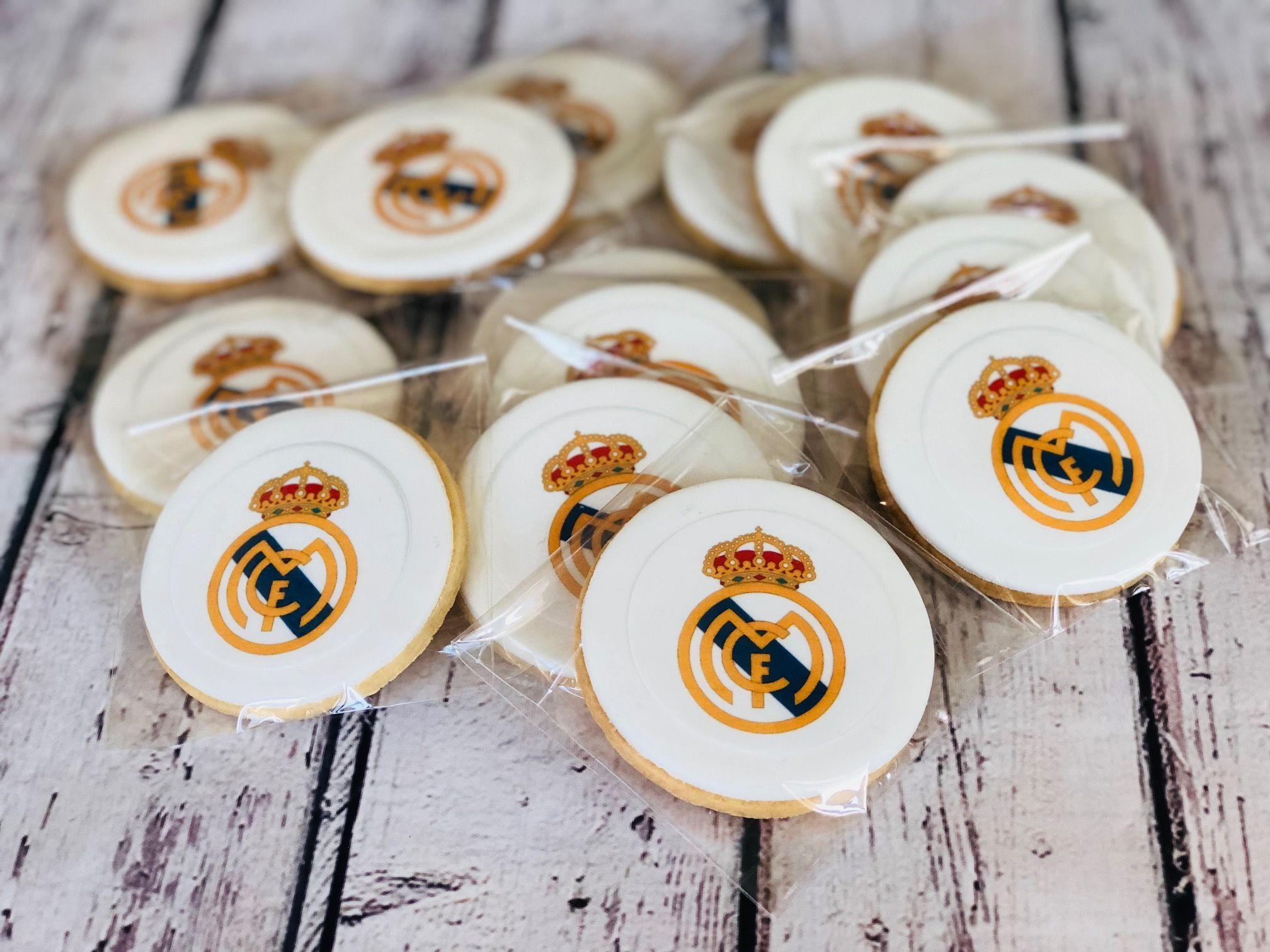 Galletas personalizadas con el escudo del Real Madrid impreso en papel de  azúcar comestible 7fa04fc996bd4