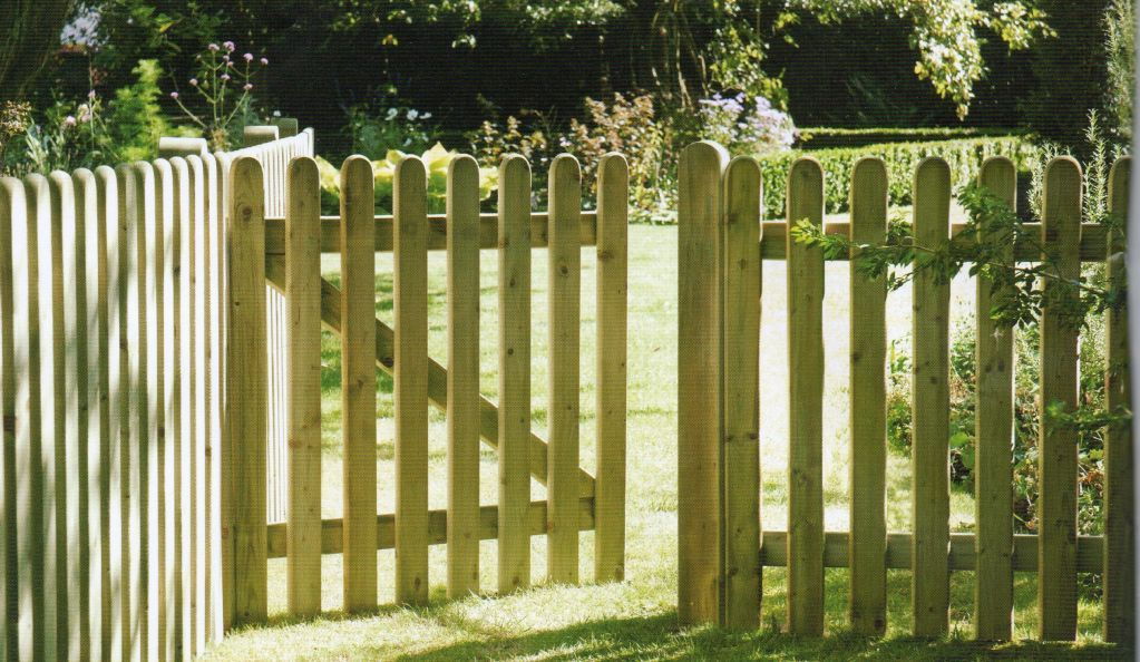Wood picket fence - Fences And Gates Wood Picket Fences The Norlap Fencing Company