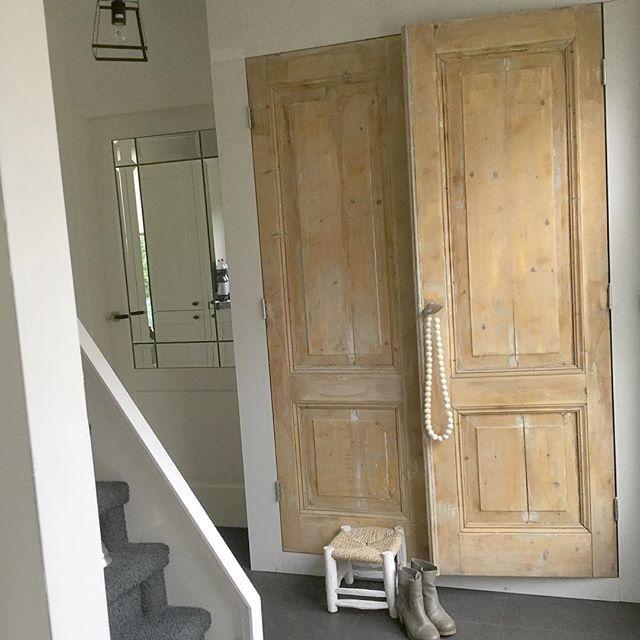 In love deuren hangen nog wel even de muren plamuren en schilderen maar ik ben verliefd op - Kleur binnendeuren ...