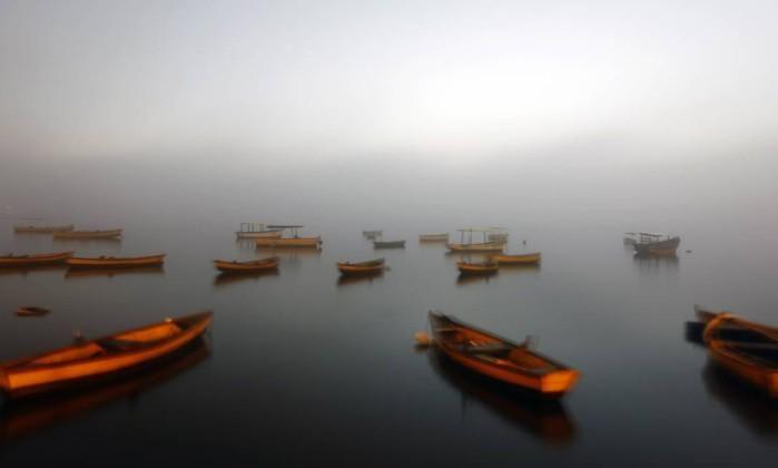 Aeroporto Internacional Tom Jobim fecha para pousos devido ao nevoeiro que atinge o Rio. http://glo.bo/1K04deg