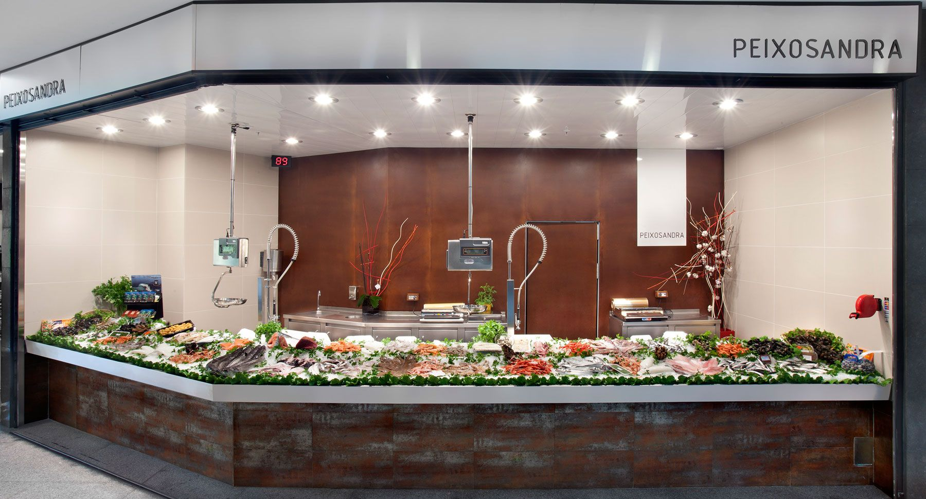 Pescaderia sandra barcelona degustacion mercados paradasdemercado charcuteria carniceria - Mostradores para carniceria ...
