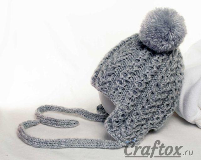 вязаная спицами детская зимняя шапка с ушками и помпонами для
