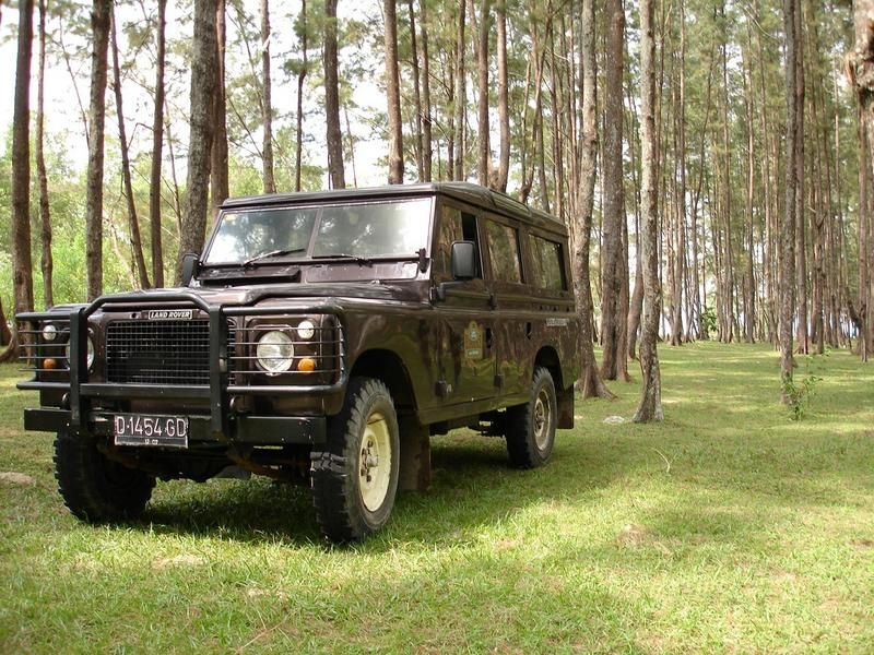 Land Rover Stage One.  The missing link between series III and Defender.