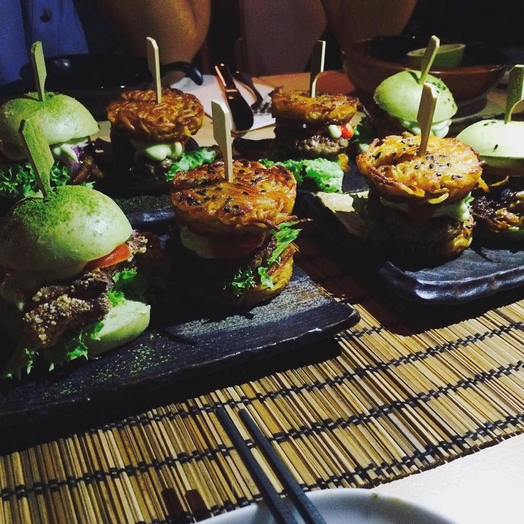 Schlemmen ohne Reue: Der grüne Matcha Burger ist ein Low Carb-Wunder