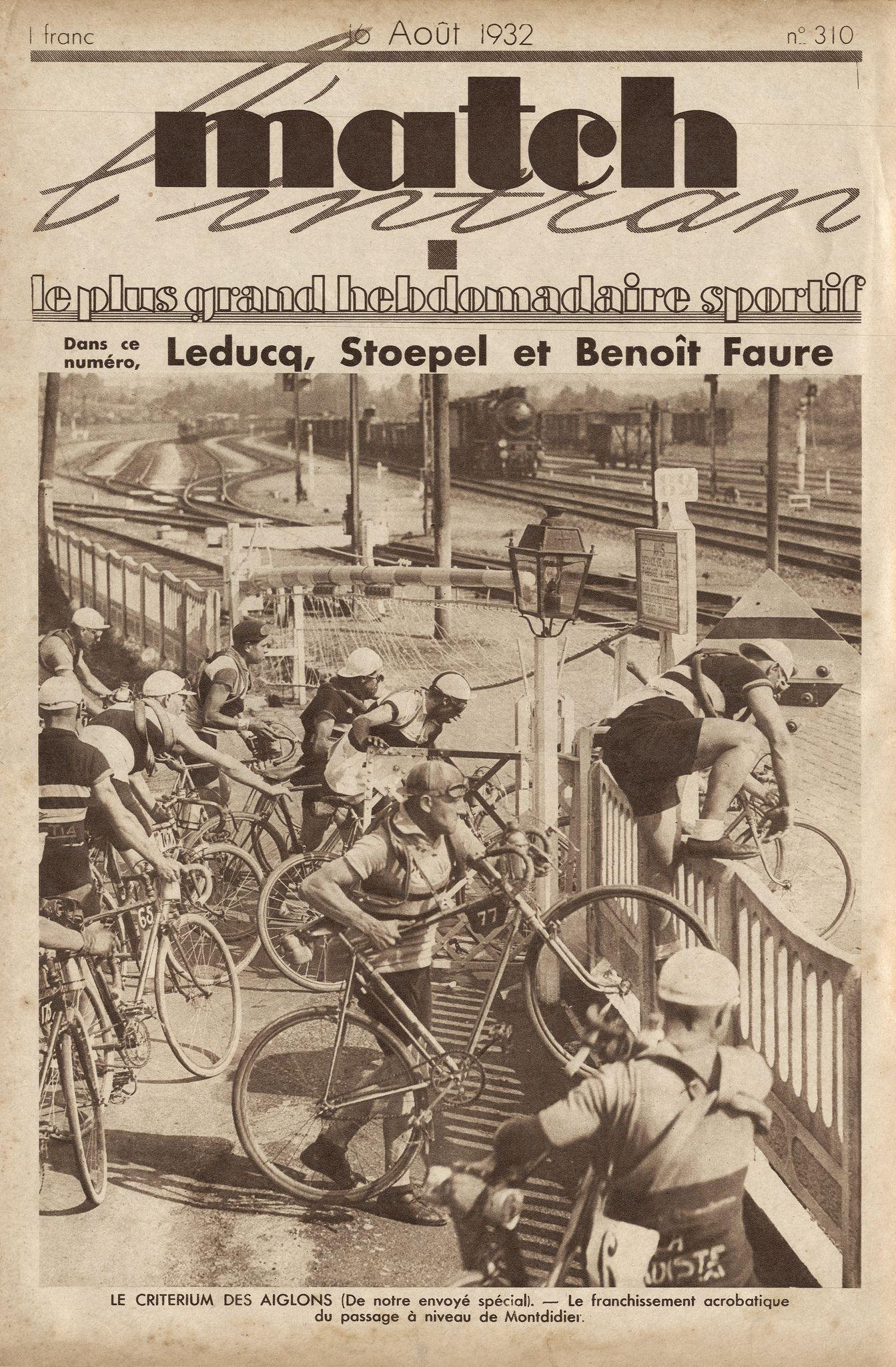1932, agosto. Critérium des Aiglons. Passaggio a livello a Montdidier [Match L'Intran]