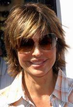 Lisa Rinna Short Medium Hairstyle Again