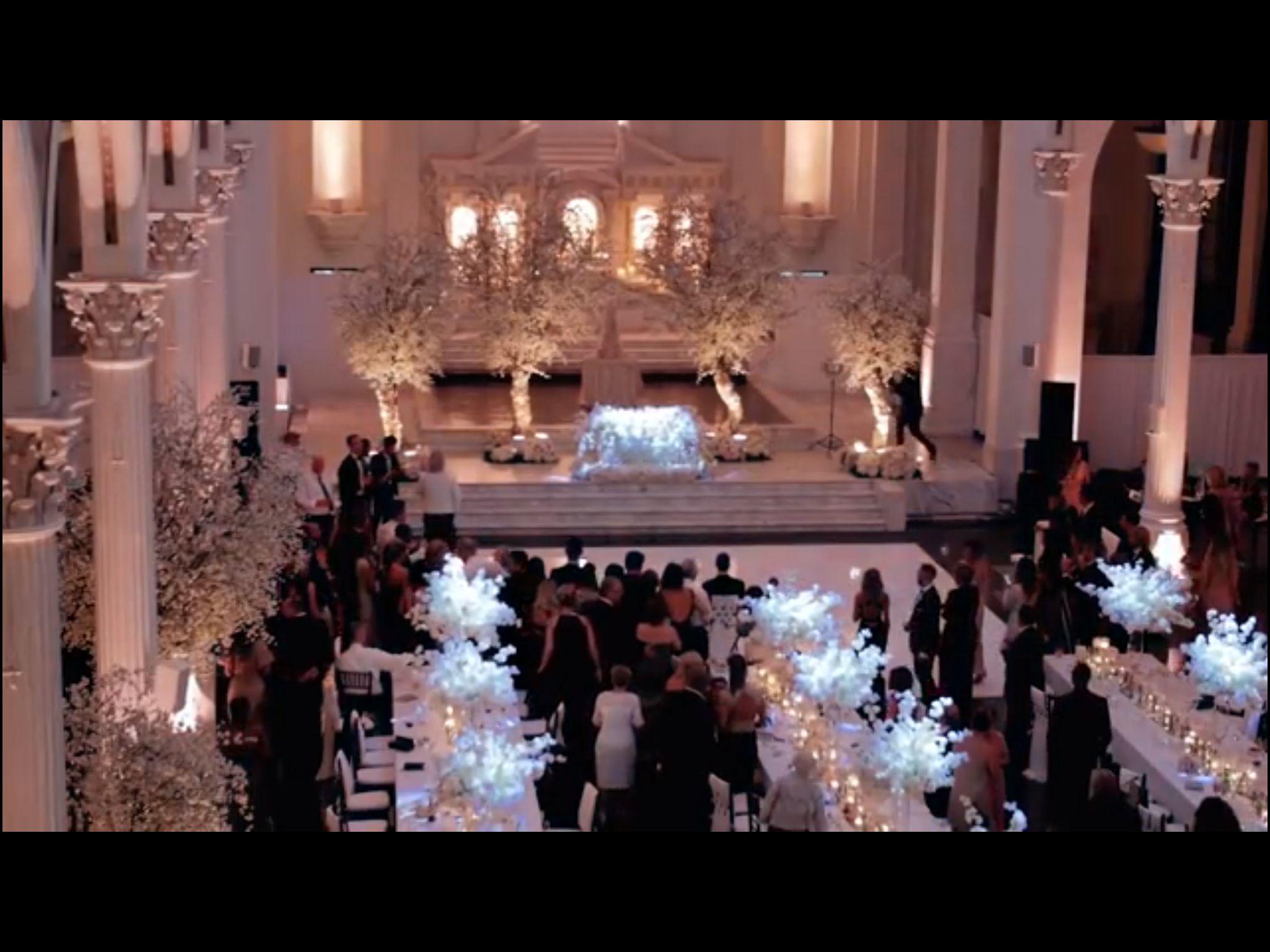 Noiva dança Beyoncé e surpreende a todos! (Melissa Molinaro Wedding Performance)