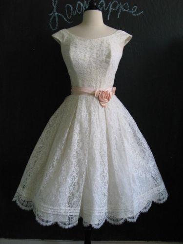 Vintage 1950s White Chantilly Lace Full Skirt Cupcake Ballerina Wedding Dress S