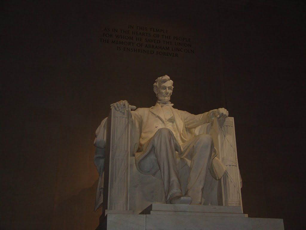 tour around the lincoln memorial and read some of lincoln's most