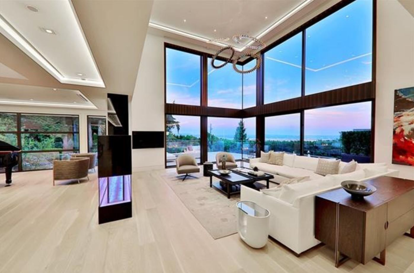 Check Out This Spectacular Contemporary Mansion Listed At 16 88m